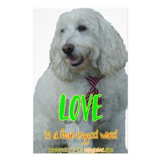 Papelería El amor es una palabra legged cuatro