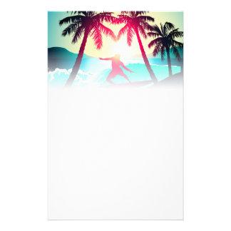 Papelería El practicar surf con las palmeras