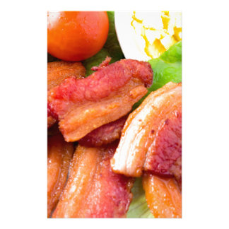Papelería Haga fragmentos del primer del plato con la