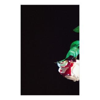 Papelería Lado rojo sangre blanco color de rosa
