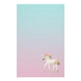 Papelería Polígono colorido del unicornio del arco iris -