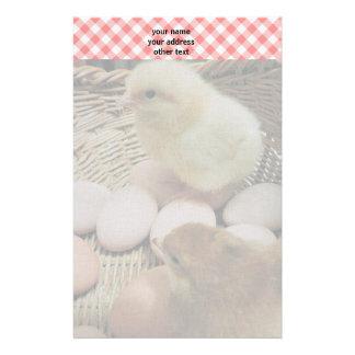 Papelería Pollos del bebé y controles del rojo