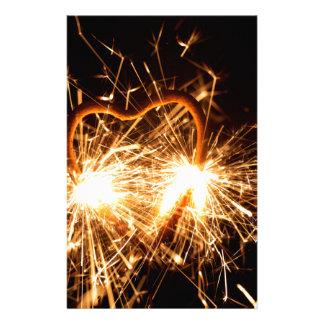 Papelería Sparkler ardiente en forma de un corazón