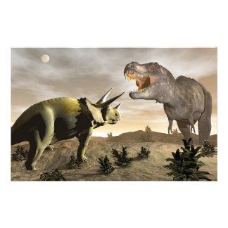 Papelería Tyrannosaurus que ruge en el triceratops - 3D