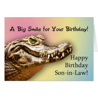 Para la tarjeta del yerno con un cocodrilo sonrien