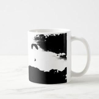 Paragliding sobre las nubes tazas de café