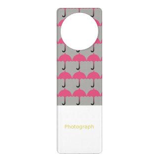 Paraguas rosados colgador para puerta