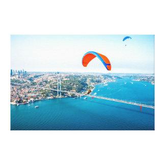 Paramotors pilota volar sobre el Bosphorus Impresión En Lona Estirada
