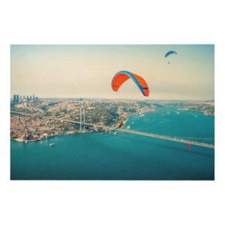 Paramotors pilota volar sobre el Bosphorus Impresión En Madera
