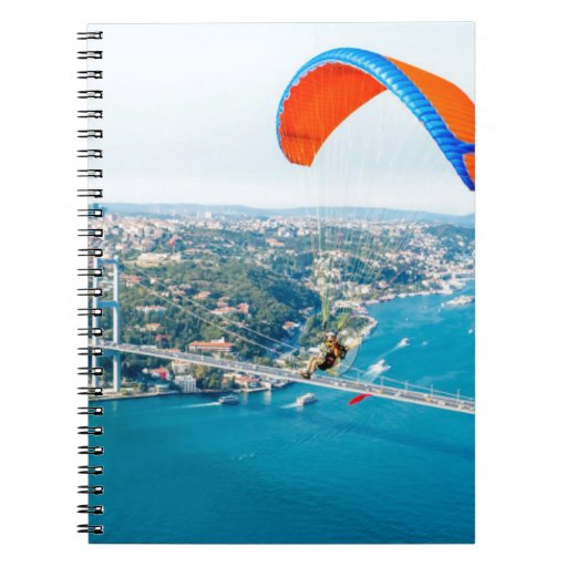Paramotors pilota volar sobre el Bosphorus Libreta Espiral