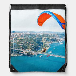 Paramotors pilota volar sobre el Bosphorus Mochilas