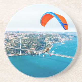 Paramotors pilota volar sobre el Bosphorus Posavasos Para Bebidas