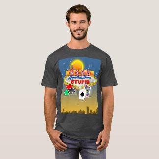 Pare el doblar abajo en la camiseta (oscura)