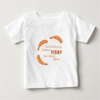 Parece a pescado camiseta de bebé