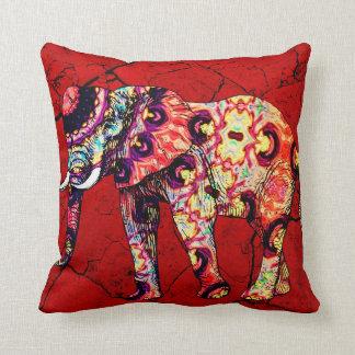 Pared agrietada roja del elefante colorido cojín decorativo