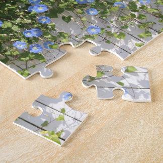 pared de flores azules puzzle