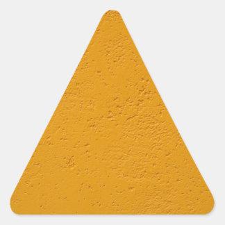 Pared del fragmento con una superficie áspera pegatina triangular