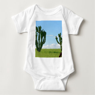 Pares de cactus en la playa camisas