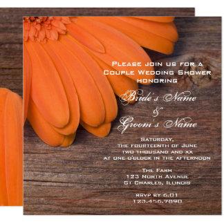 Pares de la margarita anaranjada y de madera del invitación 13,3 cm x 13,3cm