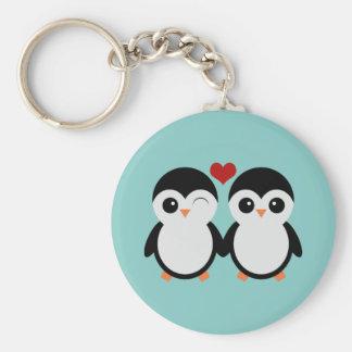 Pares del pingüino llavero redondo tipo chapa