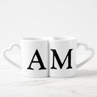 pares. ella y sus iniciales set de tazas de café