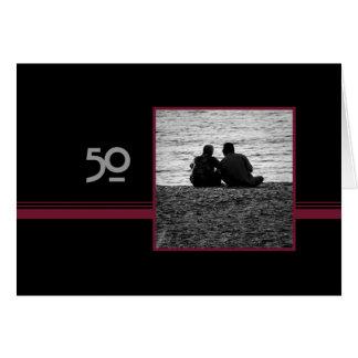Pares en tarjeta del aniversario de boda del amor
