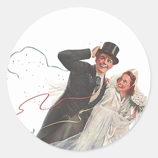Pares felices del novio de la novia del boda del etiquetas redondas