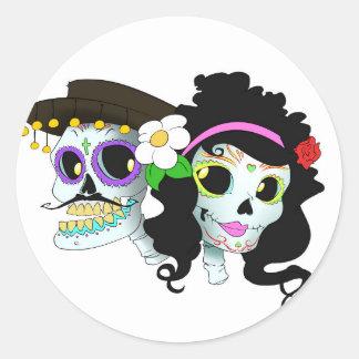 Pares festivos mexicanos del cráneo pegatina redonda