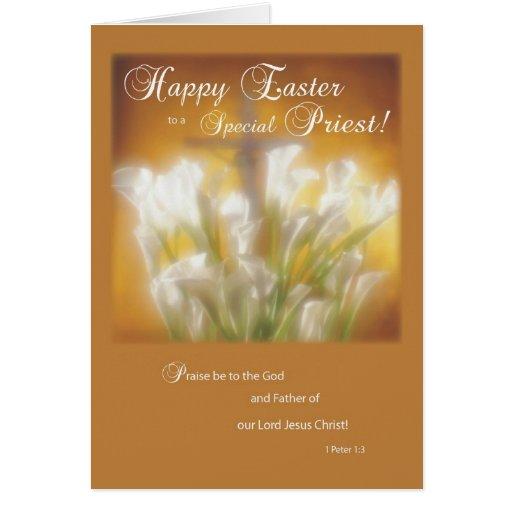 Pascua feliz a un sacerdote católico tarjeta