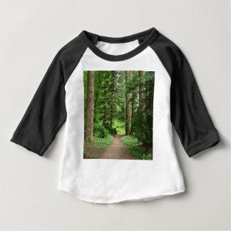Paseo del bosque, montañas, Escocia Camiseta De Bebé