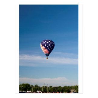 Paseo del globo del aire caliente de las barras y  postal