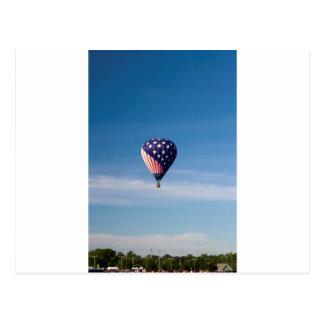 Paseo del globo del aire caliente de las barras y  tarjeta postal