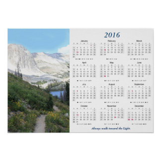Paseo hacia calendario ligero de la montaña 2016 póster