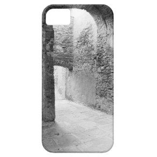 Pasillos oscuros de una vieja estructura del funda para iPhone SE/5/5s