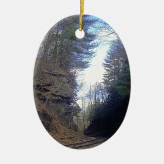 Paso de montaña adorno ovalado de cerámica