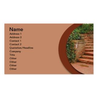 pasos al aire libre del ladrillo en un jardín tarjeta de negocio