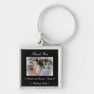 Pastel de bodas y linterna llavero cuadrado plateado