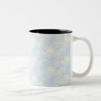 Pastel de la sirena del arco iris taza de café de dos colores