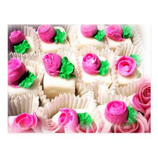 Pastelitos rematados con los capullos de rosa deli postal