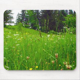 Pasto y flores verdes alfombrilla de ratón