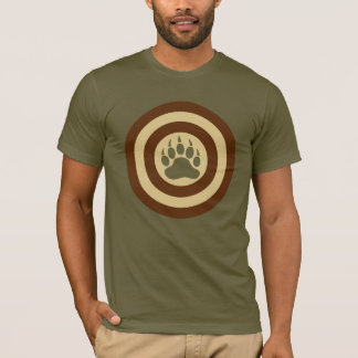 Pata de oso del escudo del superhéroe del orgullo camiseta