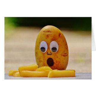 Patata y patatas fritas chocadas en tarjeta en