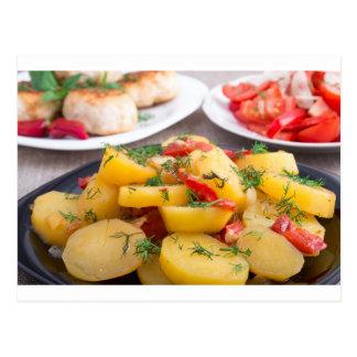 Patatas guisadas con el primer del paprika postal