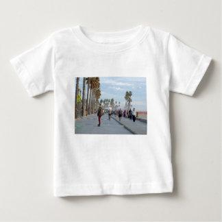patinaje a la playa de Venecia Camiseta De Bebé