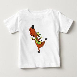 Patinaje divertido del perro camiseta de bebé