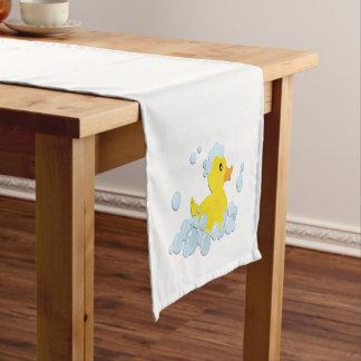 Pato en burbujas camino de mesa corto