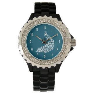 Pavo real blanco en diseño elegante elegante del reloj