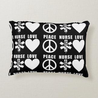 Paz del amor de las enfermeras cojín decorativo
