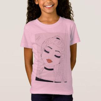 Paz dentro de la camiseta rosada