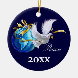 Paz en la tierra. Ornamentos del regalo del Adorno Navideño Redondo De Cerámica